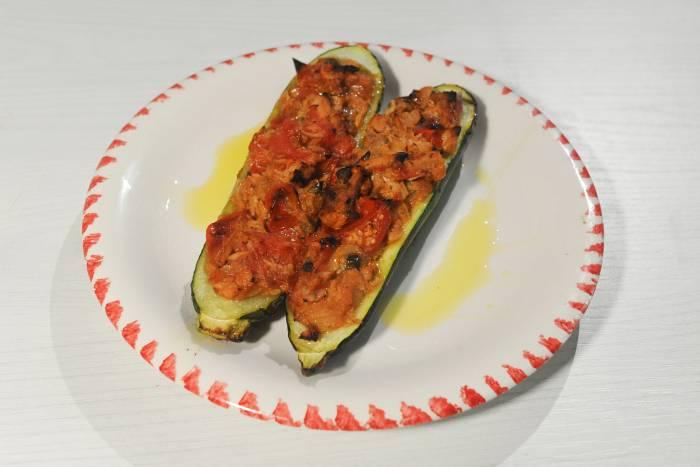 Ricetta Zucchine Ripiene Di Carne Al Sugo.Zucchine Ripiene Di Tonno Con Pomodorini E Capperi Star