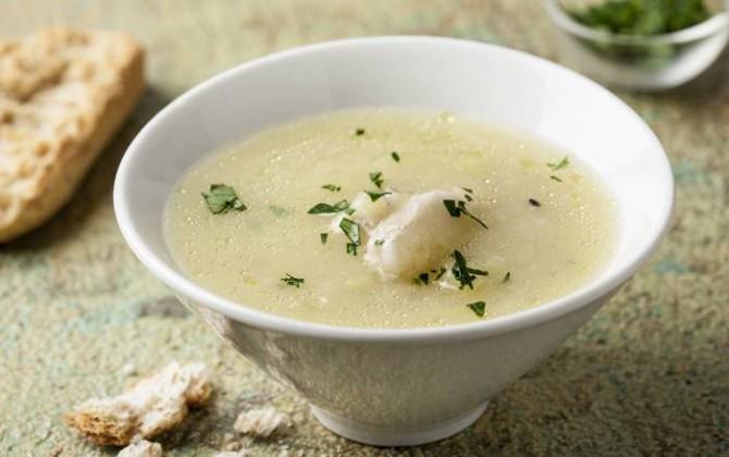 Zuppa delicata di pesce e patate
