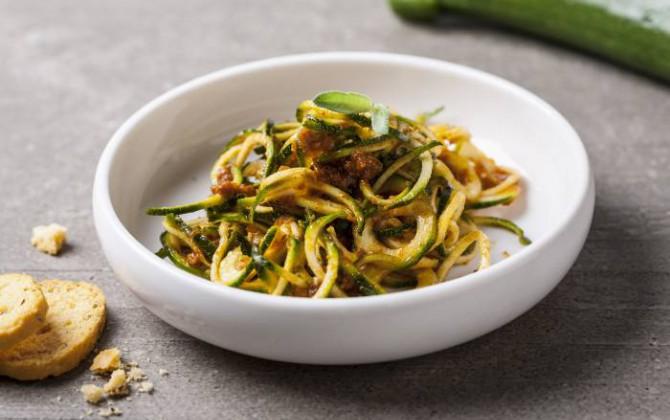Spaghetti di zucchine al sugo