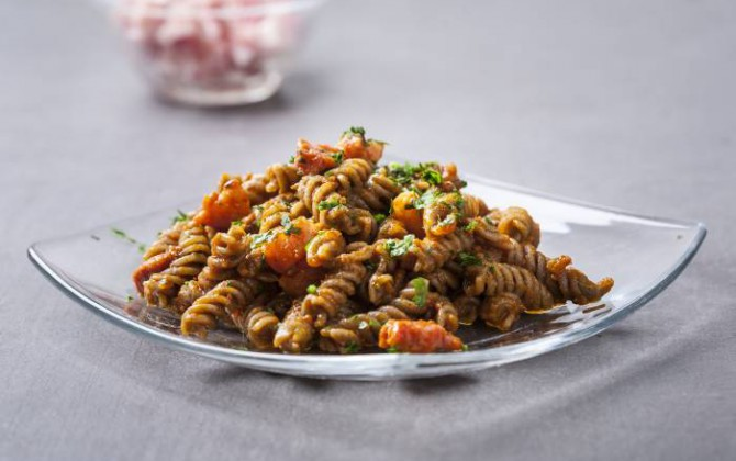 Pasta all'amatriciana con pancetta affumicata