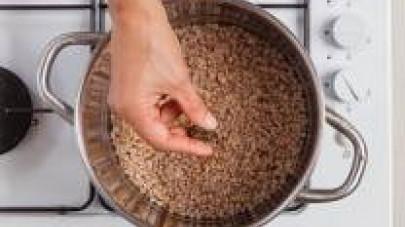Cuocete il grano in abbondante acqua con il Dado 100% Naturale Star Vegetale