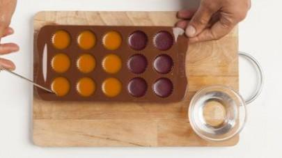 Versate le due preparazioni negli stampini in silicone e lasciate raffreddare (circa 2h).
