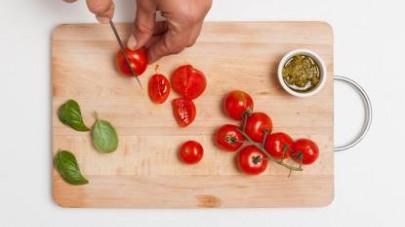 Fate cuocere la pasta in abbondante acqua salata per il tempo indicato sulla confezione.