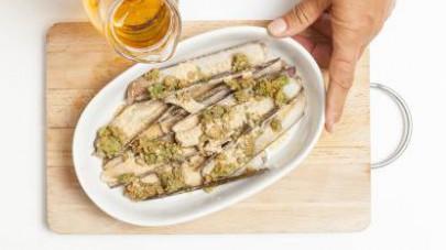 Aprite i cannolicchi, adagiateli in una pirofila, copriteli con la farcitura, bagnate con il brodo precedentemente preparato e infornate a 200° C per 10 min.
