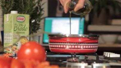 Versate Il Mio Brodo Star - Verdure caldo, mescolate e lasciate cuocere per circa 20 minuti con il coperchio. Trascorso questo lasso di tempo, aggiungete un goccio d'olio extravergine di oliva e fate