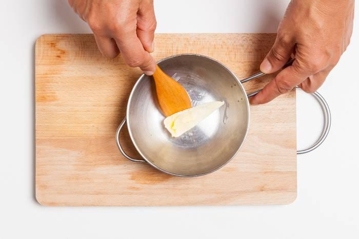 Con il burro la torta si stacca meglio